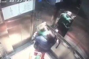 Mẹ vừa quay đi, giúp việc đánh tới tấp vào đầu con nhỏ ngay trong thang máy