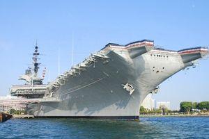 Hy hữu: Cuộc đối đầu giữa thuyền buồm và tàu sân bay Mỹ