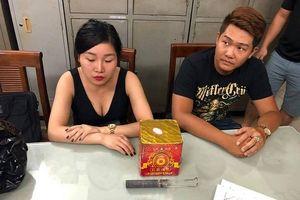 Mang pháo đi cổ vũ U23 Việt Nam, đôi nam nữ bị cảnh sát 141 bắt giữ