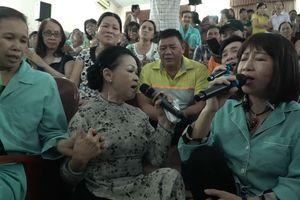 Cảm động ca sĩ Khánh Ly song ca cùng bệnh nhân