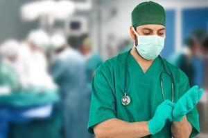 Bác sĩ mổ đẻ 'lỡ tay' cắt rách bàng quang của sản phụ