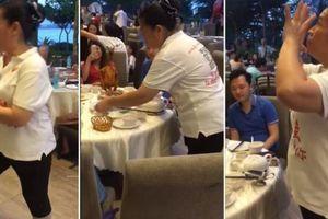 Nhân viên nhà hàng nổi tiếng vì 'quẩy' theo nhạc EDM khi đang phục vụ khách