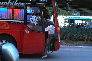 Clip: Tái diễn tình trạng nhà xe bắt khách dọc đường dịp nghỉ lễ 2.9