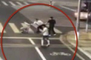 Tranh cãi nảy lửa vụ người đi xe đạp điện 'tự vệ' chém chết tài xế ô tô