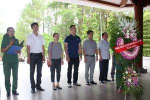Đoàn công tác Báo Nhà báo & Công luận dâng hương tại Khu di tích Ngã ba Đồng Lộc