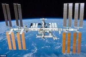 Trạm vũ trụ Quốc tế ISS bị thủng, phi hành gia lấy băng keo bịt tạm