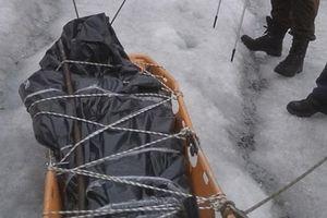 Thi thể người leo núi đông cứng trong mộ băng suốt 4 năm ở Nga