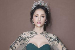 Hương Giang xinh đẹp tựa nữ thần trên ghế giám khảo Hoa hậu Chuyển giới Thái Lan