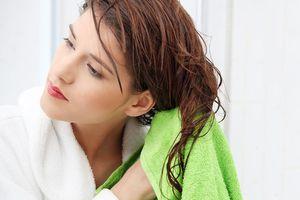 Nghỉ lễ 2/9 mà có đi biển chơi thì nhớ nắm rõ 5 nguyên tắc giúp bảo vệ mái tóc sau đây