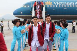 Hình ảnh các cầu thủ Việt Nam tại sân bay Quốc tế Nội Bài