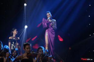 Màn song ca 'cực đỉnh' của bộ đôi thầy trò HLV Tóc Tiên - Thái Bình làm nên 'lịch sử' tại The Voice 2018