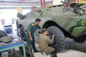 Tháo lắp tang trống bánh xe thiết giáp an toàn