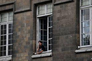 Học sinh Pháp chính thức bước vào năm học không điện thoại di động