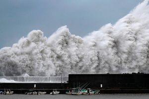 Cận cảnh siêu bão Jebi lớn nhất trong 25 năm càn quét Nhật Bản
