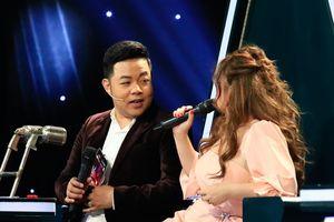 Minh Tuyết hát bolero thị phạm nhưng quên lời, được Quang Lê nhắc bài