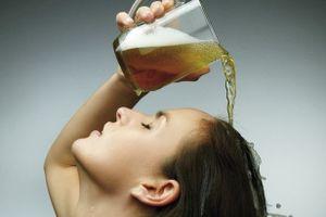 2 cách trị gàu vô cùng hiệu quả với bia