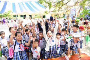 Học sinh cả nước tưng bừng khai giảng, bắt đầu năm học mới