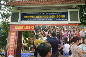 Trường Tiểu học Sơn Đồng bị tố lạm thu: Hàng trăm phụ huynh vây kín sân trường trước ngày khai giảng