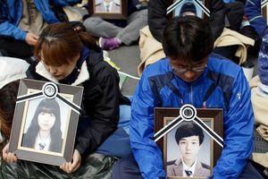 Tướng HQ bị bắt vì theo dõi trái phép gia đình nạn nhân phà Sewol