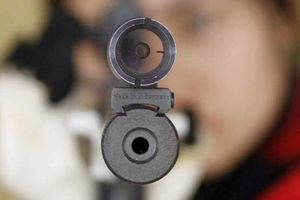 Nhóm thanh niên dùng 3 khẩu súng bắn nhiều phát vào bến xe
