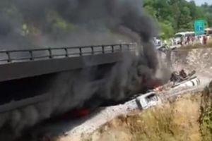 Cao tốc Nội Bài-Lào Cai cấm đường trong 38km sau vụ xe bồn bốc cháy