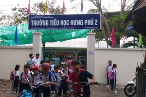 Nhiều phụ huynh kéo đến trường thắc mắc về sách Tiếng Việt lớp 1 Công nghệ Giáo dục