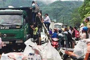 Điều xe tải chở học sinh đến trường miễn phí