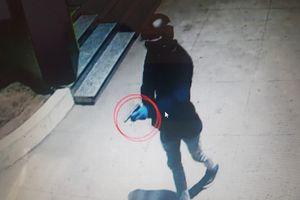 Bt 2 thanh niên nghi n súng cp ngân hàng  Khánh Hòa
