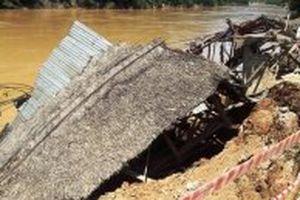 Mưa lũ, hỏng nhà, nhiều hộ dân huyện Quan Hóa đang ở lều tạm