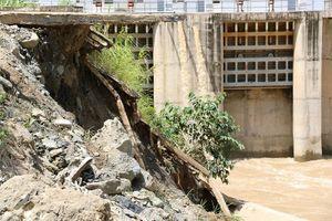 Sạt lở lớn cách chân đập thủy điện Nậm Mô khoảng 50m
