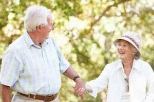 Phản ứng của dân mạng trước câu hỏi: 'Có nên kết hôn ở tuổi xế chiều?'