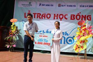VNPT Hưng Yên trao học bổng 'Chắp cánh ước mơ' cho học sinh nghèo vượt khó