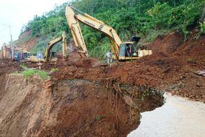 Sớm thông đường QL15C đưa huyện Mường Lát thoát cảnh cô lập