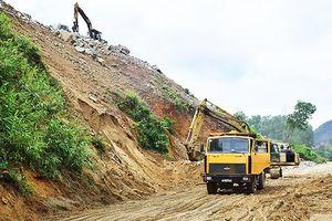 Khẩn cấp khắc phục sạt lở đất đường đi thủy điện Hương Điền