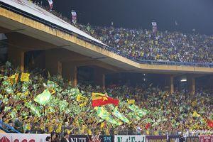 Thua trắng tại Hàng Đẫy, SLNA nhìn Hà Nội trở thành tân vương V.League