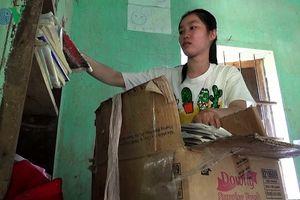 Ly kỳ cô sinh viên nghèo 'cõng' mẹ lên giảng đường đại học