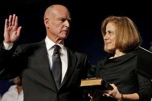 Thống đốc lương cao nhất nước Mỹ và lối sống giản dị đáng kinh ngạc