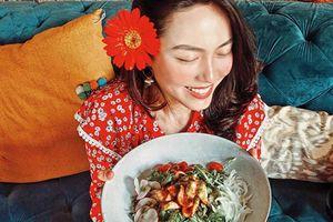 Cô gái Việt kiếm bộn tiền từ việc ăn ngon, mặc đẹp, đi du lịch sang chảnh