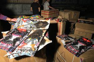 Bắt giữ xe tải vận chuyển 745 bộ đồ chơi bạo lực