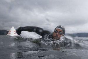 Người đàn ông bơi vòng quanh nước Anh trong 100 ngày