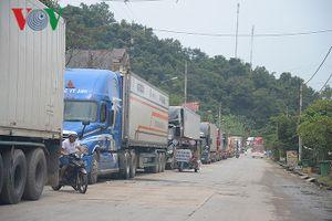Hàng trăm xe nông sản đổ dồn giờ cao điểm, cửa khẩu Tân Thanh ùn ứ