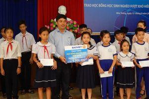 Công ty Bảo Việt Khánh Hòa trao 200 học bổng cho học sinh nghèo vượt khó