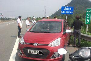 Nữ tài xế lái xe ngược chiều vun vút trên cao tốc Nội Bài - Lào Cai
