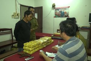 Bắt đối tượng mang súng vận chuyển 114.000 viên ma túy qua biên giới