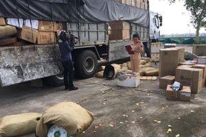 Bắt giữ xe tải đang vận chuyển hơn 1 tấn da đà điểu đã ôi thiu