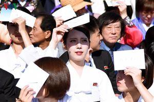 Xao xuyến vì vẻ đẹp các cô gái Triều Tiên ở quảng trường Kim Il-sung