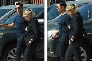 Tom Cruise phong độ, sánh đôi cùng một người phụ nữ tóc vàng lạ mặt
