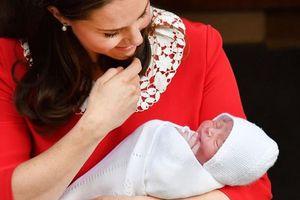 Tên hoàng tử bé nước Anh được hợp thành từ tên của 3 người