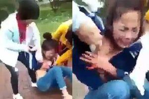 Một nữ sinh cấp 3 bị vây đánh, lột áo giữa ban ngày