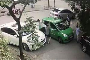 Đỗ xe Mercedes ngang ngược còn đánh tài xế: Nhập viện lại